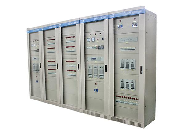 直流电源系统 产品概述 GZDW系列直流电源柜适用于10-500KV变电站、发电厂和高层建筑、住宅小区等的配电室,以及小型自备发电厂,作为高压开关、继电保护、自动装置等的操作、控制电源和事故应急照明电源。同时也可应用于其它需要直流电源的场合 本产品符合GB/T8456-1996《低压成套开关设备》的规定。 本产品充电装置可用高频率充电模块和相控充电机。 本产品微机控制器可用PLC控制器型和单片机型。 产品特点 1、智能化程度高 采用智能高频开关整流技术,其重点过程完全符合GZDW微机控制直流电源柜充电曲线